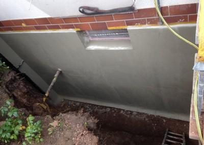 Altbau: Kelleraußenwand gegen Feuchtigkeit malergerecht gedämmt und mit Bitumen geschützt in Nürnberg 90449