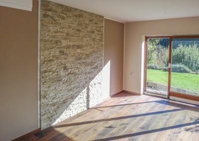 Schlafzimmer Akzentwand aus Naturstein, Trockenbau, Maler - und Parkettarbeiten durchgeführt in 90513 Zirndorf Bayern